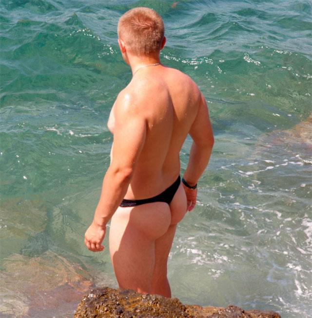 сайт порно фото парней в стрингах на пляже в контакте красивые